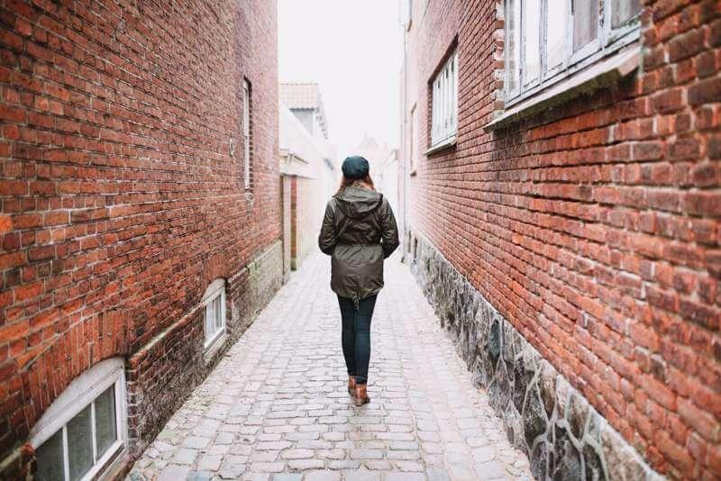 woman-walking-in-the-street